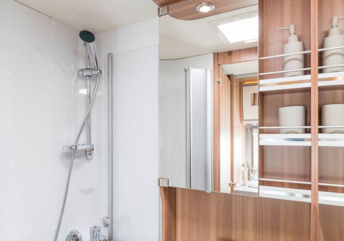 Koupelna ve WEINSBERG PEPPER 600 MEG
