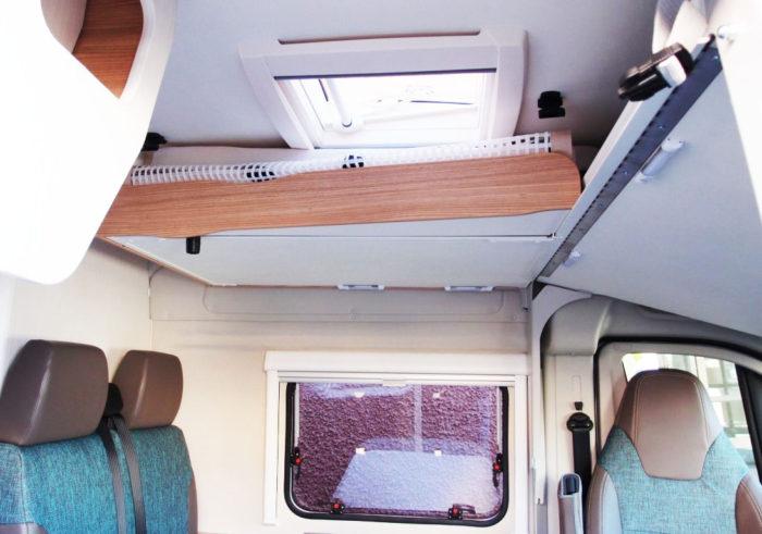 Okno Midi-Heki v obytné dodávce Knaus BoxLife 600 MQ