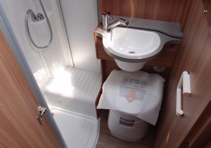 Koupelna v obytném autě WEINSBERG PEPPER 600 MEG