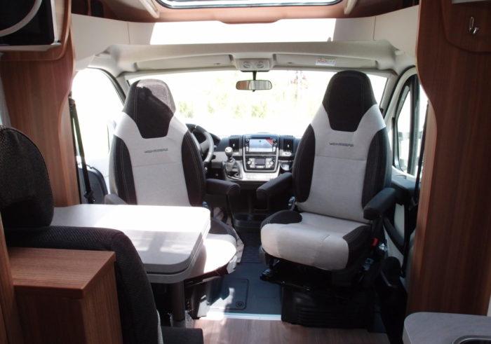 Kabina řidiče v obytném autě WEINSBERG PEPPER 600 MEG