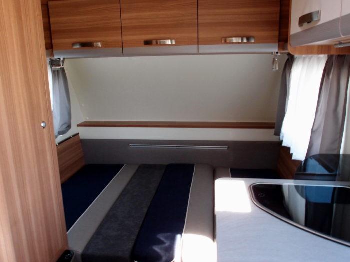 Skládací postel v karavanu Weinsberg CaraOne 400 LK