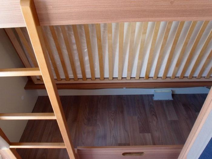 Úložný prostor pod postelív karavanu Weinsberg CaraOne 400 LK
