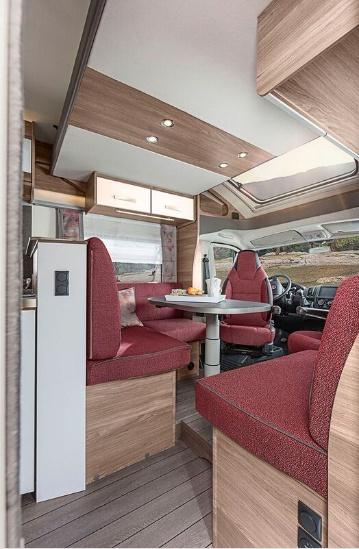 Interiér v obytném autě Knaus LiveWave 700 MEG