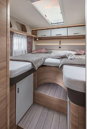 Ložnice v obytném autě Knaus LiveWave 700 MEG