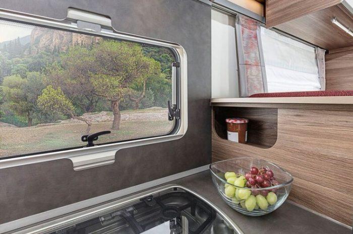 Kuchyňská linka v obytném autě Knaus LiveWave 700 MEG