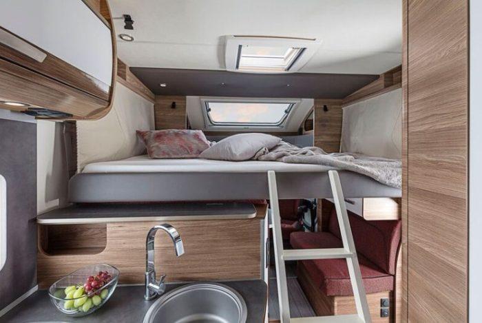Sklápěcí postel v obytném autě Knaus LiveWave 700 MEG obytné vozy