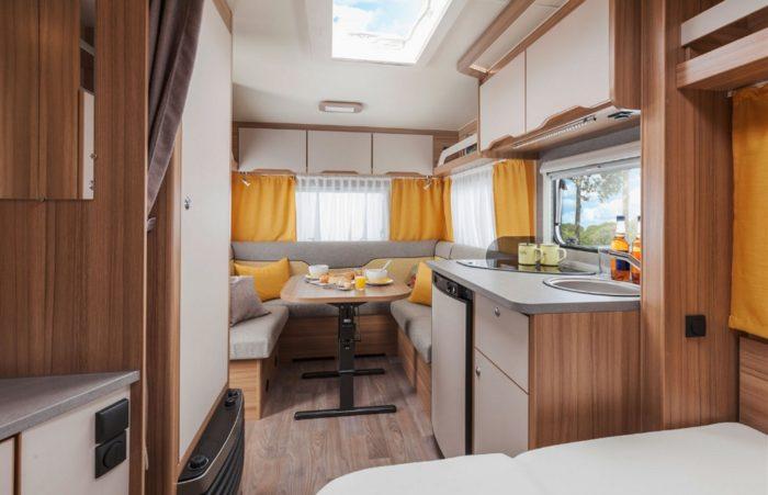 Nábytek v karavanu Weinsberg Cara Two 450 FU