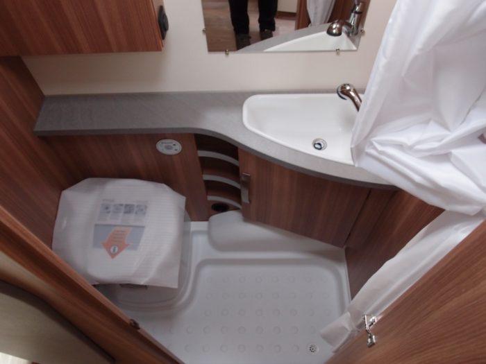Koupelna karavanu Weinsberg CaraOne 480 QDK
