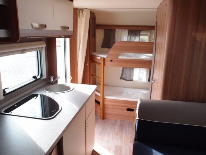 Kuchyně a interiér karavanu Weinsberg CaraOne 480 QDK