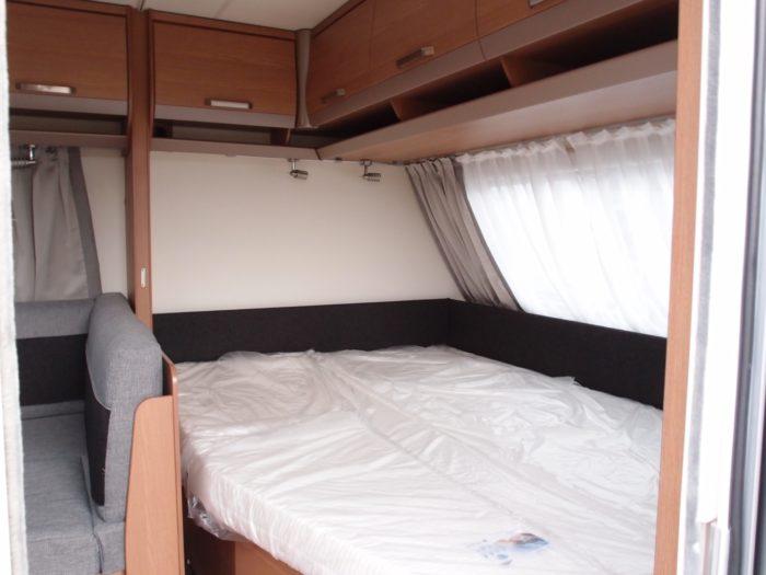 postel v karavanu KNAUS SPORT 580 QS