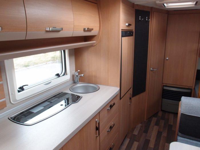 Interiér a kuchyně karavanu KNAUS SPORT 580 QS