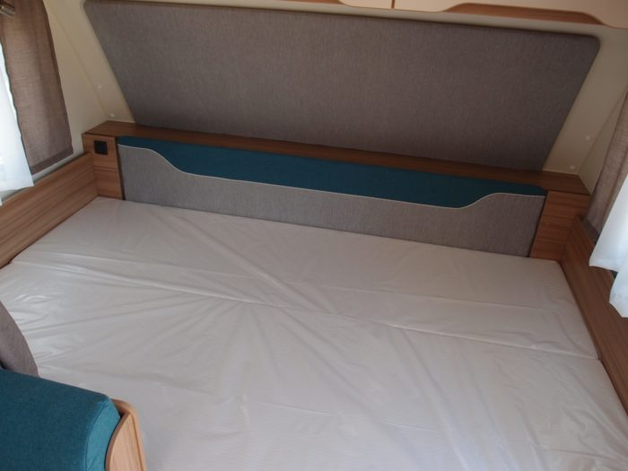 Postel v karavanu Weinsberg Cara Two 500 QDK